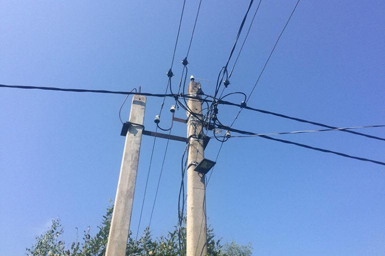Монтаж провода СИП на опорах